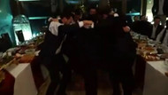 Ünlü şarkıcı Adnan Oktar'ın sıra gecesinde sahne aldı!