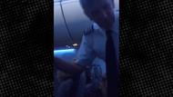 ABD'li model kalça selfiesi çekmek için ısrar edince uçaktan atıldı