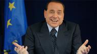 Berlusconi'den kadın BBC muhabirine: Böyle sert bir şekilde el sıkışırsan..