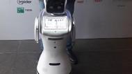 Bakan Arslan'ın sözünü kesen robot teknoloji zirvesinde ilgi odağı oldu