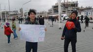 Japon turistlerden Taksim'de sarılmak bedava etkinliği