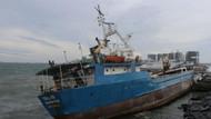İstanbul'da fırtına! Zeytinburnu sahilinde gemi karaya oturdu