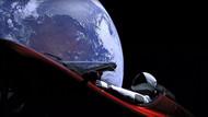 Elon Musk sözünü tuttu! Tesla otomobil uzayda