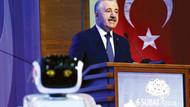 Bakan Arslan'ın tartıştığı robot özür diledi