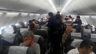 Yolcular uçaktan indirilince ortalık fena karıştı