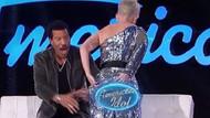 Katy Perry'nin pantolonu yırtıldı