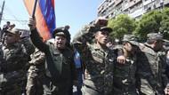 Ermenistan'da hükümet karşıtı protestolara askerler de katıldı