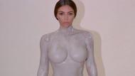 Kim Kardashian parfüm şişesi için soyundu