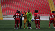 8-0'lık maçta kaleci sahayı terk etti