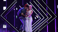 Eurovision finalinde skandal: Bir anda sahneye daldı
