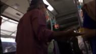 Metrobüste öpüşen gençlere müdahale eden yolcuya tepki
