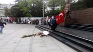 Atatürk anıtındaki HDP çelengini parçaladı, CHP çelengini devirdi