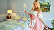 Ev işlerinde yeni trend G-string giyen temizlikçi kadınlar