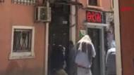Taksim'i arılar bastı! Yüzlerce arı sokaktan geçenlere...