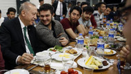 Cumhurbaşkanı Erdoğan, yurtta kalan öğrencilerle sahur yaptı
