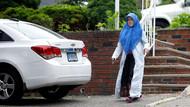 Firari Fetöcü Adil Öksüz'ün eşi Aynur Öksüz ABD'de kameralara böyle yakalandı