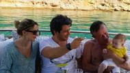 Ali Ağaoğlu torunuyla teknede