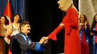 Üniversite mezuniyet töreninde sürpriz evlilik teklifi