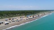 Kumköy sahili, yazın çok sayıda oba ve çardakla renkleniyor