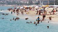 Ramazan'da Antalya sahilleri turistlere kaldı