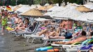 Marmaris'te sıcak havadan bunalanlar, havuz başlarına ve plajlara akın etti