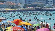 Çeşme'de plajlar yerli ve yabancı turistlerle dolup taştı