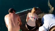 Köpekbalığına dokunmaya çalıştı! Neredeyse parmaklarını kaybediyordu