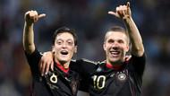 Lukas Podolski'den Mesut Özil paylaşımı