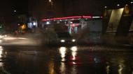 Sağanak yağış İstanbul'da hayatı olumsuz etkiledi