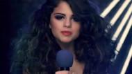 Selena Gomez Beyonce'yi solladı: 13 dakikada 1 milyon beğeni