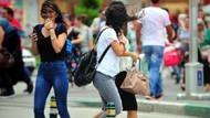 Bursa'da çıkan şiddetli rüzgar vatandaşlara zor anlar yaşattı