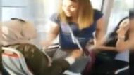 Metrobüste iki kadının yer kavgası: Birden kucağına oturdu