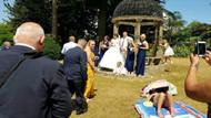Güneşlenen kadını ikna olmayınca düğünleri burunlarından geldi