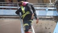 Kahraman itfaiyeci yangında mahsur kalan kadını sırtında taşıdı