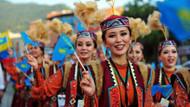 Güzel dansçı kızların gösterisi Bursa'yı salladı
