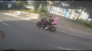 Pembe ayıcıkla tek teker! Motosikletli kadın İstanbul'da tehlike saçtı