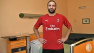 Gonzalo Higuain resmen Milan'da