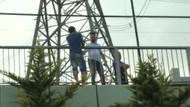 Son dakika: Esenkent Köprüsünde intihar girişimi TEM otoyolunda trafiği felç etti