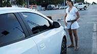 19 yaşındaki hamile genç kız Brezilya'da araba camı siliyor