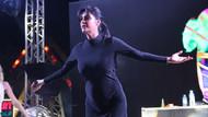 Tuğba Ekinci Karaman'da sahne aldı: Gaf yaptı, ışıkların yetersizliğine kızdı
