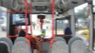 Otobüsteki tacizci genç kızların kabusu oldu