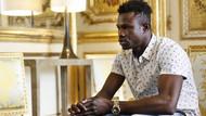 Malili göçmen Mamadou Gassama önce kahraman şimdi de Fransız vatandaşı oldu