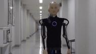 Japonya'da küçük bir çocuk görünümlü robot üretildi