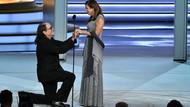 Glenn Weiss 70. Emmy Ödül Töreni'nde sevgilisine evlenme teklifi etti