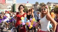 İzmirli süslü kadınların bisiklet eyleminde şıklık yarışı