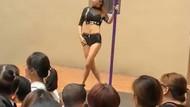 Anaokulu açılışına striptizci kız getirip direk dansı yaptırdılar