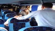 Yolda mazotu biten otobüsün mazot parasını yolculardan istediler
