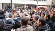 İzmir'de CHP'li belediye önünde işçilere polis müdahalesi