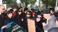 Ünlüler Hande Erçel'i annesinin cenazesinde yalnız bırakmadı