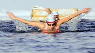 Buzlu suda 1 saat kalan Türk kızı tarihe geçti